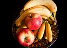 Todavía vida, frutas en fondo negro Imagen de archivo