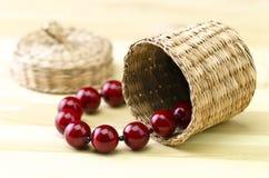Todavía vida - perlas en una cesta Imagen de archivo libre de regalías