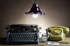Todavía oficina retra de la vida Imagen de archivo libre de regalías