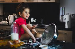 Free Toddler Girl Smiling While Grab Chocolate In A Mesy Table Stock Photography - 188781212