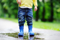 Toddler jumping in pool of water Stock Photography