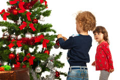Toddler kidss arrange Xmas tree Royalty Free Stock Photos