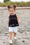toddling малыша пляжа Стоковая Фотография RF