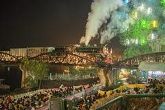 TODESEISENBAHNBRÜCKE-FLUSS KWAI THAILANDS KANCHANABURI Stockfotos