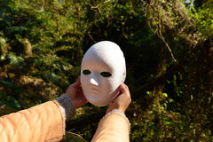 ¿Todo el mundo aquí tiene una máscara? por supuesto Fotografía de archivo