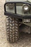 Todo el neumático del terreno. Vehículo campo a través Imagen de archivo libre de regalías