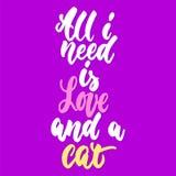Todo lo que necesito es amor y el gato - dé la frase exhausta de las letras para los amantes animales en el fondo violeta Tinta d libre illustration