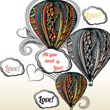 Todo lo que usted necesita es amor Balón de aire con el ornamento del estilo del hippie adentro Imagenes de archivo