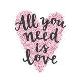 Todo lo que usted necesita es amor Letras dibujadas mano Fotos de archivo libres de regalías