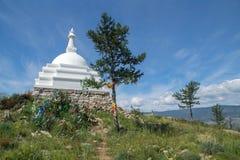 Todo o Stupa auspicioso de Great Awakening, ilha de Ogoy, o Lago Baikal imagens de stock