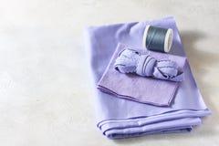 Todo para coser Tela beige, accesorios de costura Imágenes de archivo libres de regalías