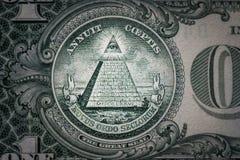 Todo-ver el ojo en el un dólar Nuevo orden mundial caracteres de la élite 1 dólar Foto de archivo