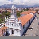 Todos桑托斯教会鸟瞰图在昆卡省,厄瓜多尔 免版税库存照片