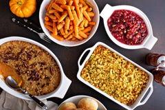 Todos os pratos laterais da ação de graças tradicional imagens de stock royalty free