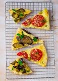 Todos os tipos da pizza cortaram com partes Imagem de Stock Royalty Free