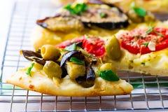 Todos os tipos da pizza cortaram com partes Foto de Stock