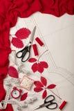 Todos para coser - tela, modelos y accesorios de costura Fashio Foto de archivo libre de regalías