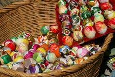 Todos sus huevos en una cesta Imagenes de archivo