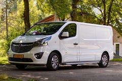 TODTMOOS, ГЕРМАНИЯ - 20-ОЕ ИЮЛЯ 2018: Новое Opel Vivaro припаркованное на парке стоковая фотография
