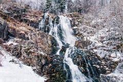 Todtnauer siklawa przy wintertime czarny las Germany fotografia stock
