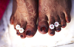 Toe ring and henna marking on woman feet Stock Photos