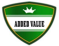 TOEGEVOEGD die VALUE op groen schild met kroon wordt geschreven royalty-vrije illustratie