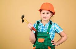 Toekomstig beroep De architect van de bouwersingenieur Het meisje van de jong geitjebouwer Bouw uw toekomst zelf Harde het meisje stock afbeeldingen