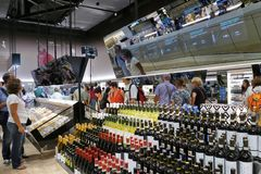 Toekomstig voedseldistrict die de Supermarkt van de Toekomst onthullen Stock Afbeelding