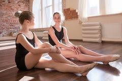 Toekomstige ballerina's Heel meisjesvriendschap royalty-vrije stock afbeelding