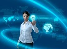 Toekomstige bedrijfsoplossingen (vrouw in interface) stock afbeeldingen
