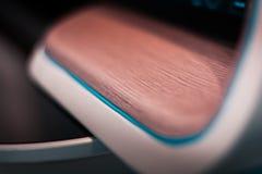 Toekomstige technologie, hologrammen en controleborden Houten en lichte, snijkantontwerp stock fotografie