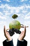 Toekomstige visie voor sparen de aarde Stock Foto's