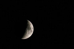 Toenemende die maan door heldere sterren wordt omringd Royalty-vrije Stock Foto's