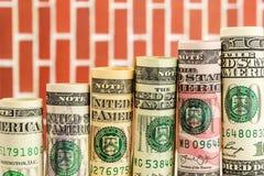 Toenemende die stappen van broodjes van alle Amerikaanse dollarbankbiljetten worden gemaakt Stock Afbeelding