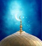 Toenemende maan bij een bovenkant van een moskee royalty-vrije illustratie