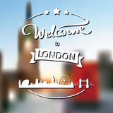 Toerismeetiket met horizon, tekstonthaal aan Londen royalty-vrije stock afbeelding
