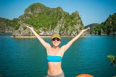 Toerist bij Halong-Baai Stock Afbeeldingen