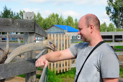 Toerist in de dierentuin Royalty-vrije Stock Foto's