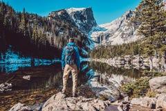 Toerist dichtbij Droommeer in Colorado stock fotografie