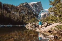 Toerist dichtbij Droommeer in Colorado royalty-vrije stock afbeeldingen