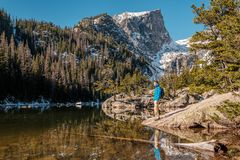 Toerist dichtbij Droommeer in Colorado royalty-vrije stock foto's
