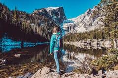 Toerist dichtbij Droommeer in Colorado Stock Foto