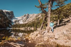 Toerist dichtbij Droommeer in Colorado stock foto's
