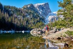 Toerist dichtbij Droommeer in Colorado royalty-vrije stock fotografie