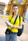 Toerist die in de stad wordt verloren royalty-vrije stock fotografie