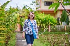Toerist die dichtbij de padievelden in Ubud, Bali lopen Stock Fotografie