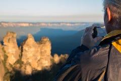 Toerist die foto nemen bij de Drie Zusters Stock Afbeelding
