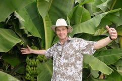 Toerist die op banaanaanplanting wordt verrast Royalty-vrije Stock Afbeeldingen