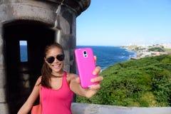 Toerist die pret nemen selfie bij het oriëntatiepunt van San Juan royalty-vrije stock foto's