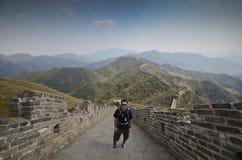 Toerist in Grote Muur, China Royalty-vrije Stock Foto